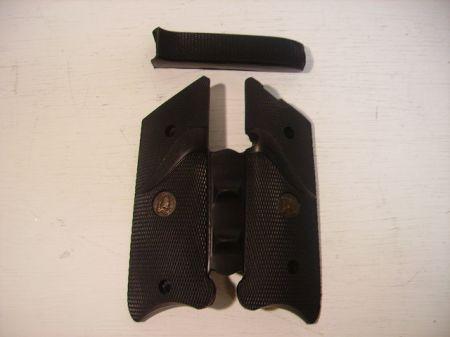 Poignée caoutchouc pour pistolet RUGER MK II et MK III PA03482
