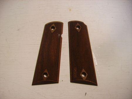 Plaquettes bois pour pistolet modéle 1911 CO93W8